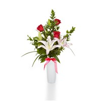 3-Rose-Stargazer-Vase-for-Valentines